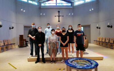 Q1 Relikurs zu Besuch in der Franziskus-Gemeinde